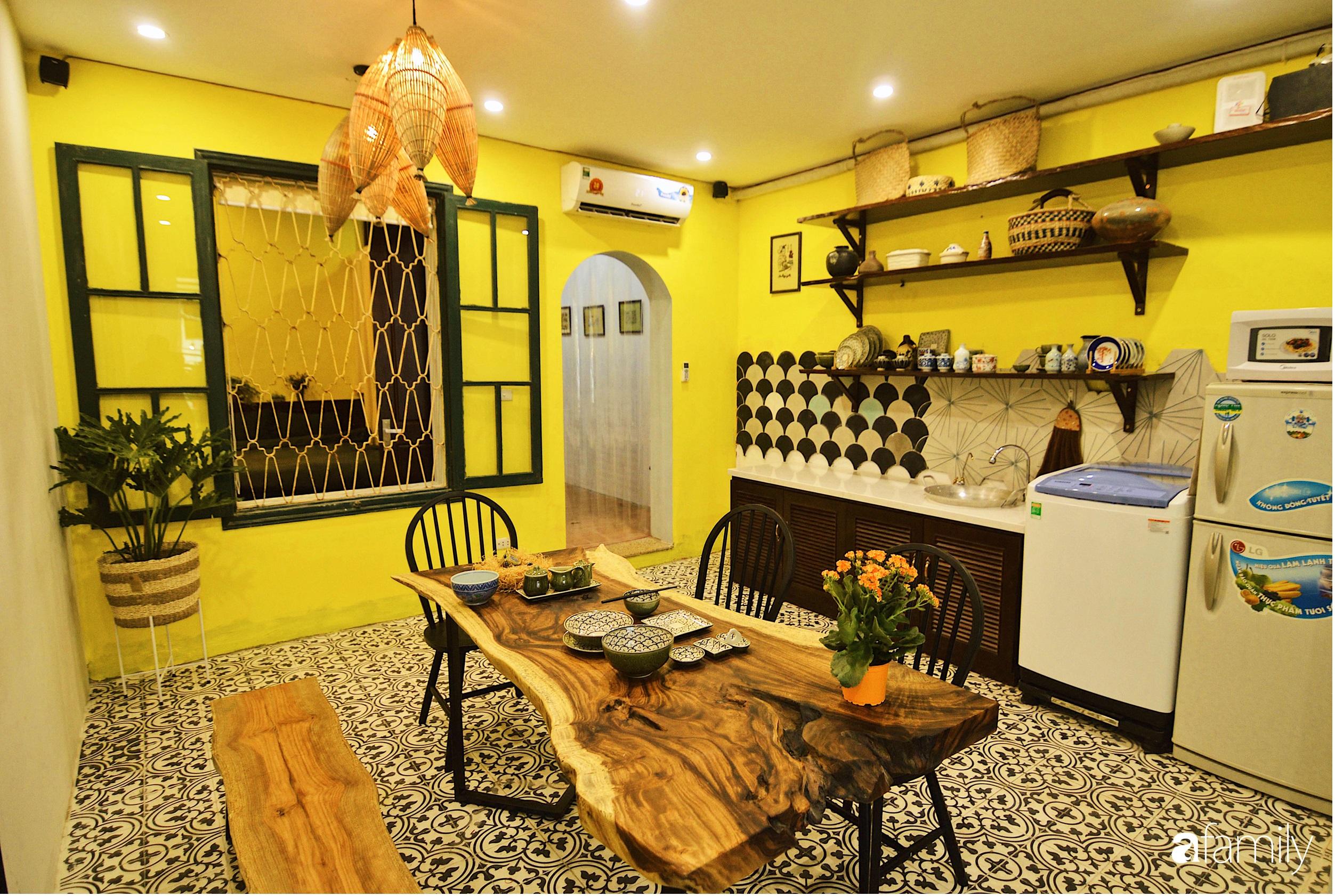 Căn hộ tập thể vàng ươm sắc nắng đẹp mang vẻ hoài cổ ấn tượng ở quận Hoàn Kiếm, Hà Nội - Ảnh 1.