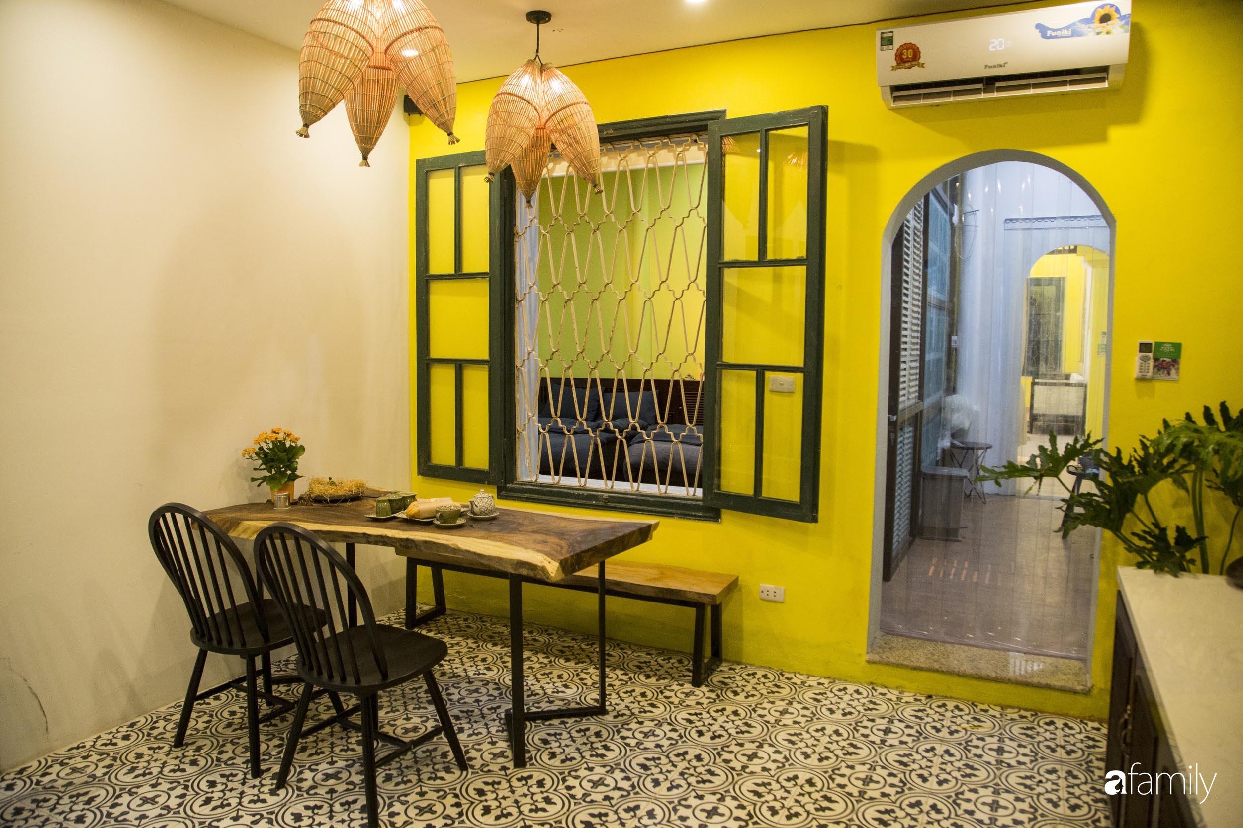 Căn hộ tập thể vàng ươm sắc nắng đẹp mang vẻ hoài cổ ấn tượng ở quận Hoàn Kiếm, Hà Nội - Ảnh 2.