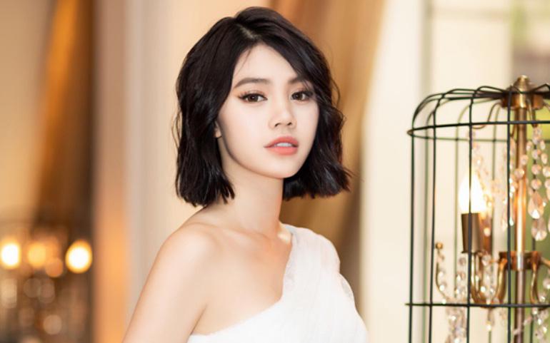 Jolie Nguyễn bất ngờ thay ảnh đại diện đen và đăng story gây hoang mang giữa đêm