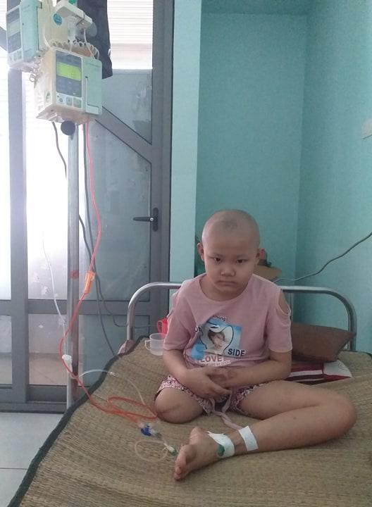 """Khẩn cầu của bé gái 9 tuổi bị cắt bỏ chân vì căn bệnh hiểm nghèo: """"Cháu muốn giữ chân còn lại để tiếp tục đến trường"""" - Ảnh 4."""