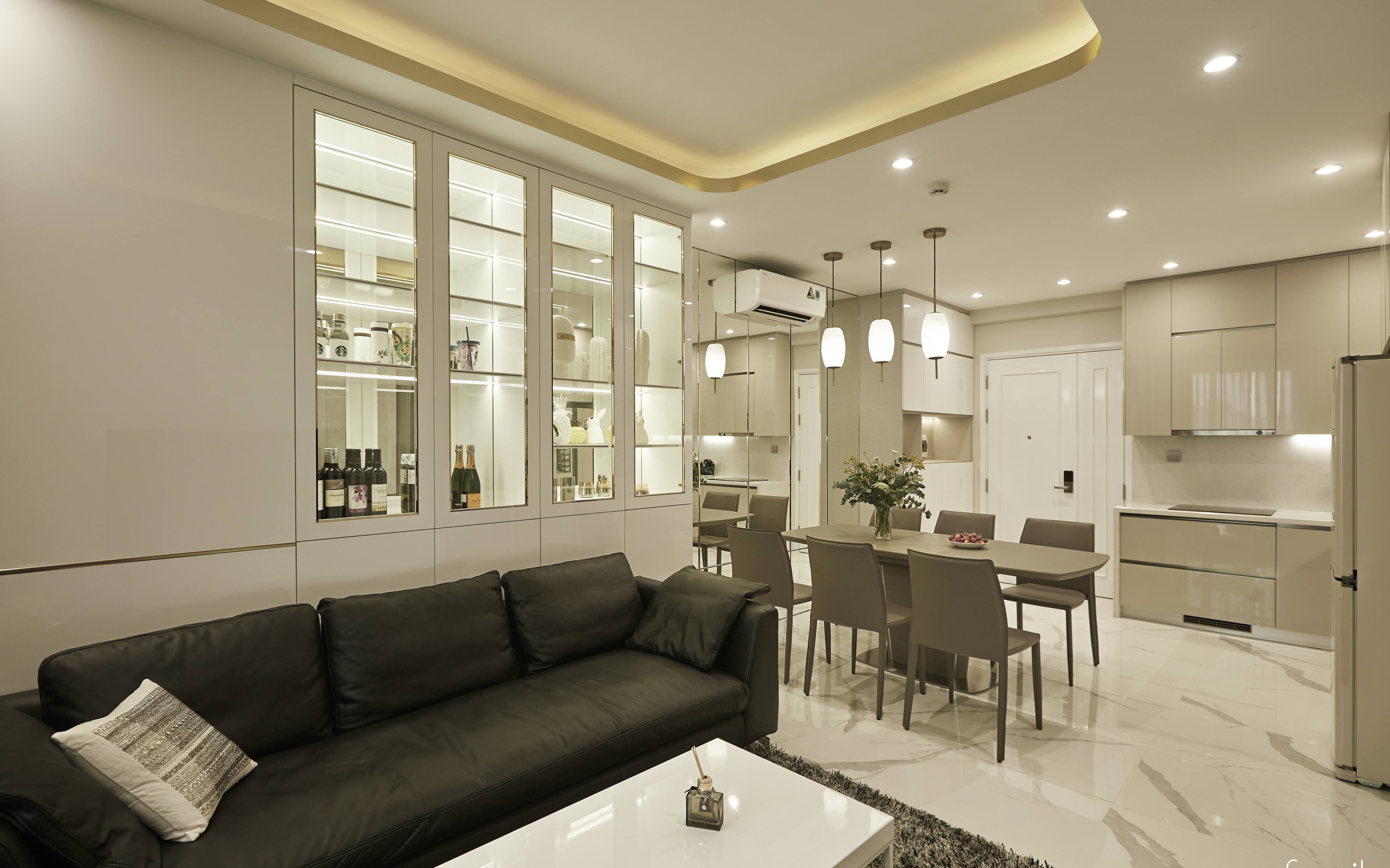 Căn hộ 85m² đẹp kiêu kỳ với nội thất cao cấp như khách sạn 5 sao ở Sài Gòn