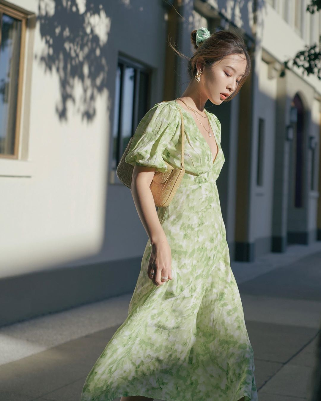 Sáng suốt nhất là tậu hết 5 mẫu váy hot trường tồn với thời gian sau đây, mặc chỉ xịn đẹp trở lên chứ không kém - Ảnh 2.