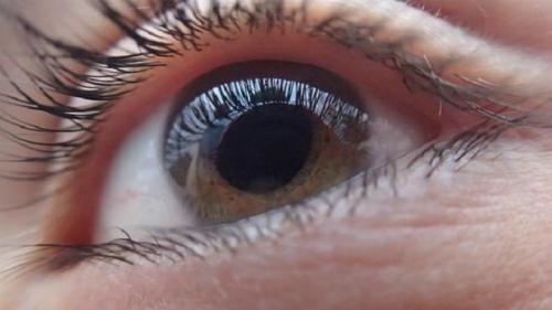 Căn bệnh khiến nữ MC xinh đẹp của VTV có thể bị mù cả 2 mắt: Nhiều người trẻ cũng có nguy cơ nếu thấy dấu hiệu này mà không nhanh chóng đi khám - Ảnh 7.