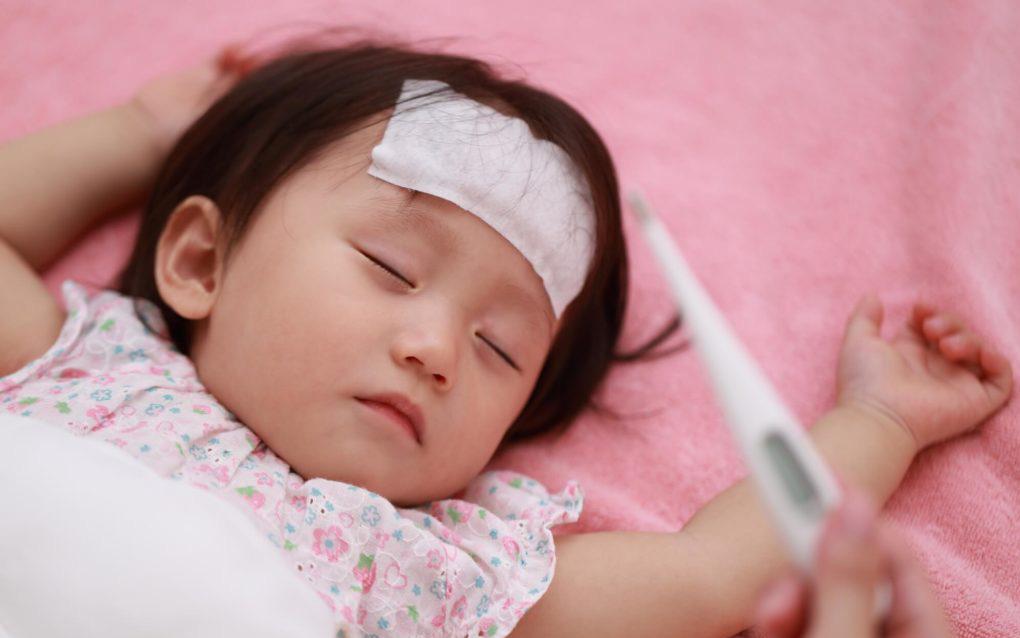 """Để con nhỏ tránh xa bệnh vặt trong mùa hè, bố mẹ hãy nâng cao sức đề kháng cho con bằng nguyên tắc """"4 ít - 2 nhiều"""""""
