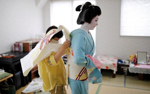 Nỗi cô đơn và khó khăn của các Geisha Nhật Bản giữa đại dịch - Ảnh 1.
