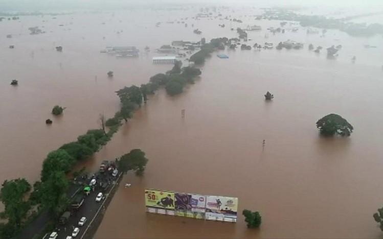 Lũ lụt Ấn Độ, Nepal: Gần 200 người chết, hàng triệu người bị ảnh hưởng - Ảnh 1.