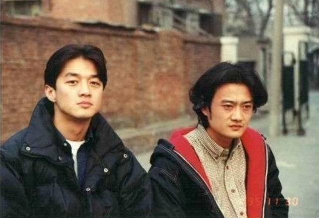 Tiết lộ ảnh Lý Á Bằng thời đại học, đẹp trai đến mức Vương Phi, Châu Tấn cũng phải tranh nhau - Ảnh 2.