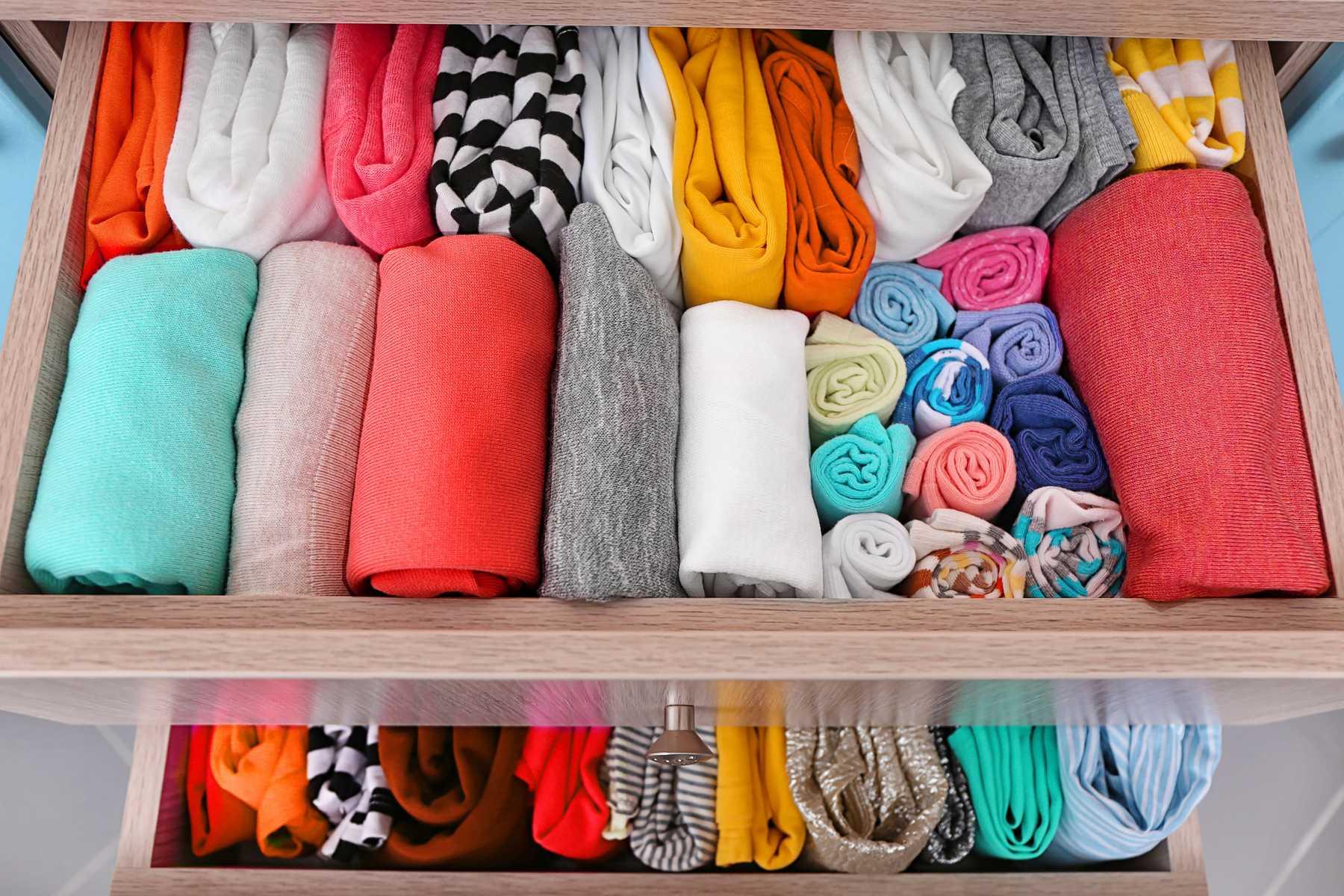 Hướng dẫn cách sắp xếp tủ quần áo: Đồ nào nên treo, đồ nào nên gấp gọn - Ảnh 4.