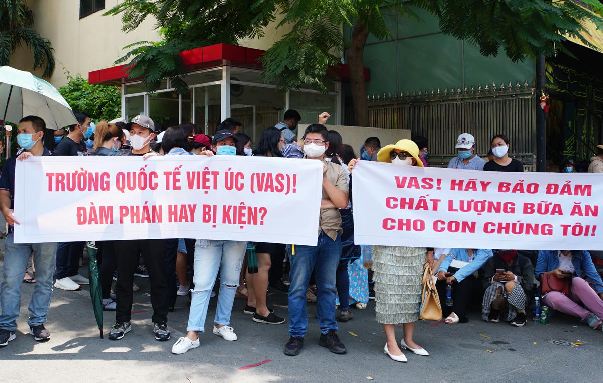 """Nhiều phụ huynh trường Quốc tế Việt Úc sốc nặng khi nhận thư """"đuổi học"""" vào cuối năm, dù học phí đã đóng đầy đủ và con đang học cuối cấp - Ảnh 3."""
