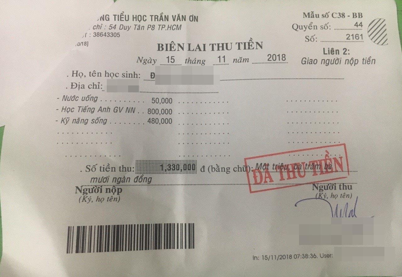 """Phụ huynh tiểu học ở TP.HCM bức xúc tố hiệu trưởng """"mập mờ thu chi"""", sử dụng 1 tờ giấy vở ô ly để làm hóa đơn thu tiền - Ảnh 12."""