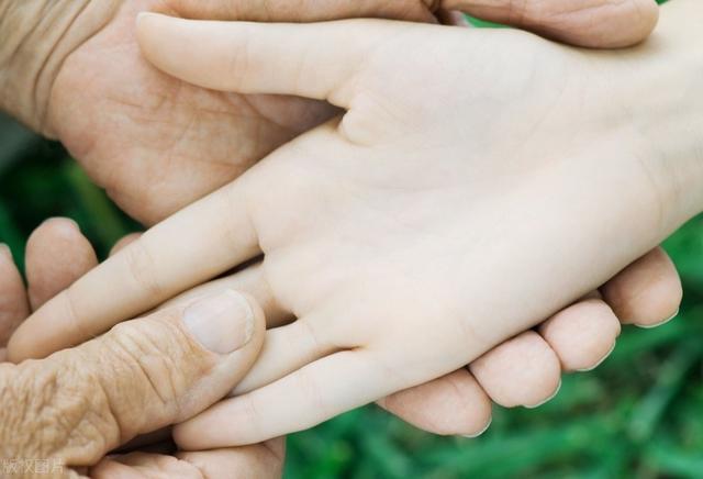 """3 dấu hiệu bất thường ở bàn tay cho thấy dạ dày đang """"kêu cứu"""", ở độ tuổi nào cũng cần làm ngay 4 việc để ngăn cản ung thư hình thành - Ảnh 2."""