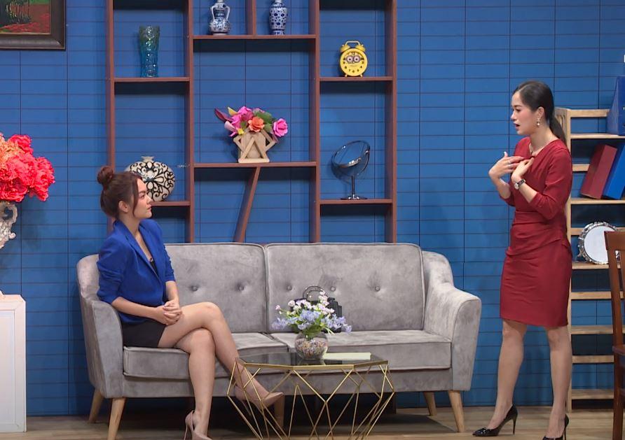 """Lại chuyện váy áo lên sóng truyền hình: Phạm Quỳnh Anh bị """"dí"""" bộ đầm ngắn cũn ôm sát - Ảnh 4."""