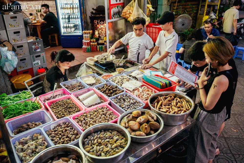 """3 hàng ốc hải sản vừa ngon vừa bình dân ở Hà Nội giúp chị em """"đổi gió"""" chỉ với 300k, chẳng cần ra tận biển cũng thỏa đam mê ăn uống - Ảnh 9."""