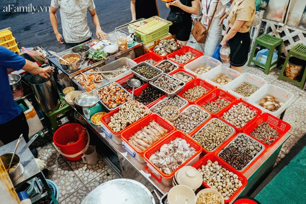 """3 hàng ốc hải sản vừa ngon vừa bình dân ở Hà Nội giúp chị em """"đổi gió"""" chỉ với 300k, chẳng cần ra tận biển cũng thỏa đam mê ăn uống - Ảnh 1."""