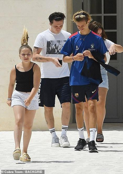 """Không chỉ tặng quà cưới """"khủng"""", vợ chồng Beckham còn đối xử với con dâu tỷ phú thế này đây - Ảnh 6."""