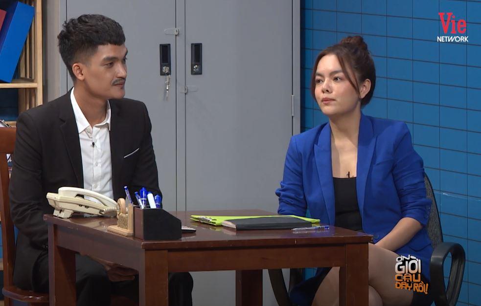 """Lại chuyện váy áo lên sóng truyền hình: Phạm Quỳnh Anh bị """"dí"""" bộ đầm ngắn cũn ôm sát - Ảnh 5."""