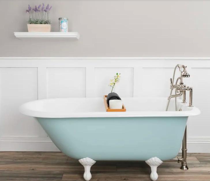 Mẹo nhỏ siêu thú vị giúp biến bất kỳ phòng tắm nhỏ nào thành spa thư giãn mùa hè - Ảnh 2.