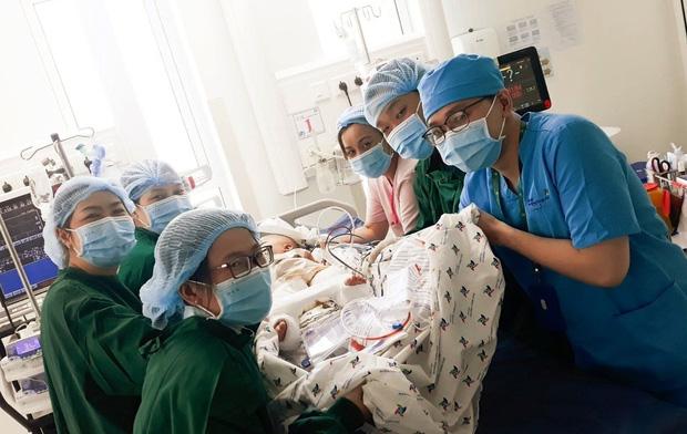Trúc Nhi và Diệu Nhi được theo dõi thế nào nên trong phòng chăm sóc đặc biệt sau mổ?  - Ảnh 3.