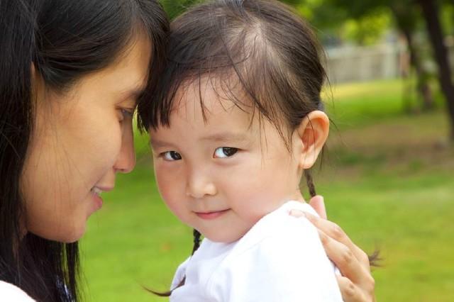 Muốn con từ nhút nhát trở nên tự tin, bạo dạn không hề khó nếu bố mẹ tranh thủ làm những điều này với con mỗi ngày
