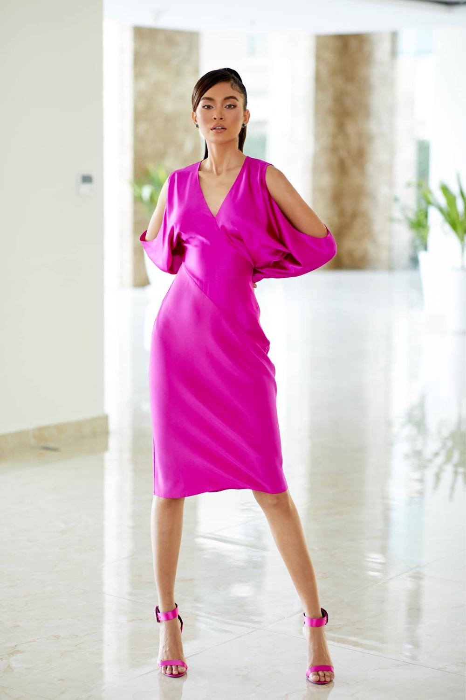Cùng 1 bộ váy: Lạn Ngọc rất xinh nhưng có phần kém sexy so với Lương Thùy Linh, Hoàng Thùy vì khoản tạo dáng thông minh - Ảnh 5.