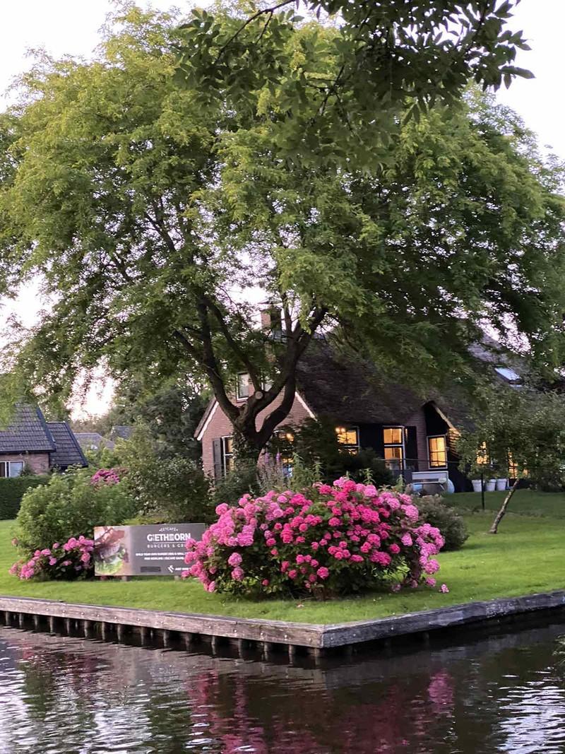 """Vẻ đẹp đặc sắc của ngôi làng """"cổ tích"""" Giethoorn giữa dịch Covid-19 - Ảnh 14."""