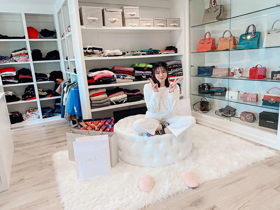 Đào Lan Phương - nàng dâu cựu mẫu U40 nóng bỏng nhà tỷ phú Hoàng Kiều: Hot mom 2 con giàu có, đi du lịch quanh năm, ở biệt thự riêng có chuyên cơ đưa đón - Ảnh 8.