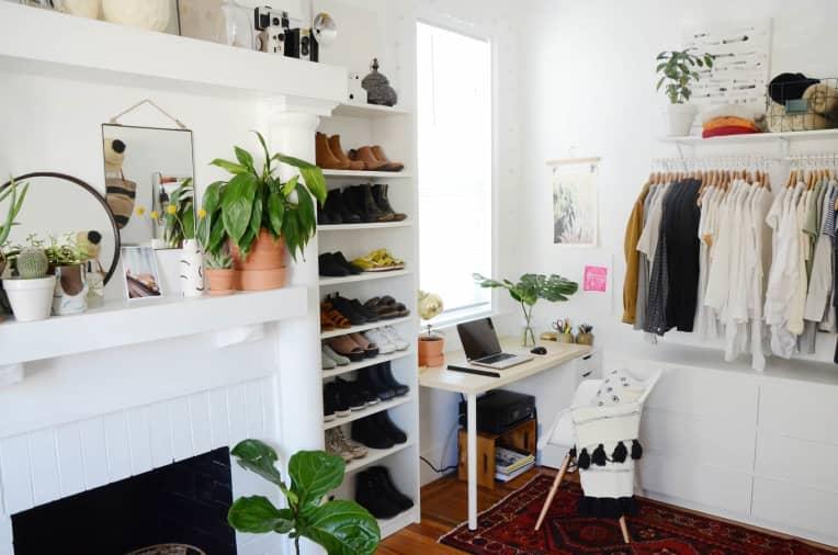 8 không gian làm việc lý tưởng để bố trí thêm tủ đồ giúp nhà gọn gàng và thuận tiện khi sử dụng - Ảnh 1.