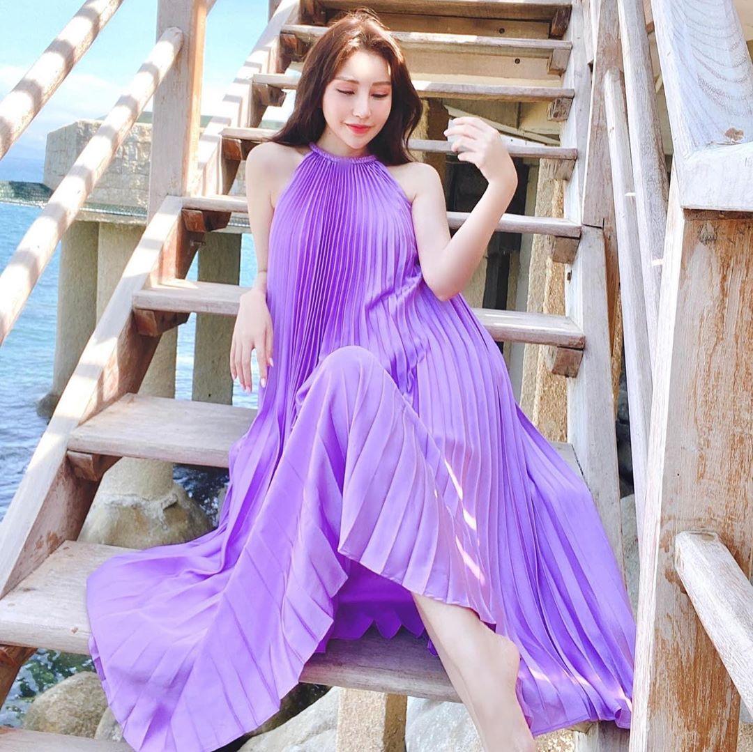 Hồng Diễm lên đồ đi du lịch với toàn món hot trend nhưng vẫn để lọt một bộ đầm tím sến súa làm tụt điểm phong cách - Ảnh 9.