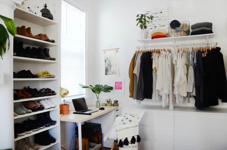 8 không gian làm việc lý tưởng để bố trí thêm tủ đồ giúp nhà gọn gàng và thuận tiện khi sử dụng - Ảnh 9.