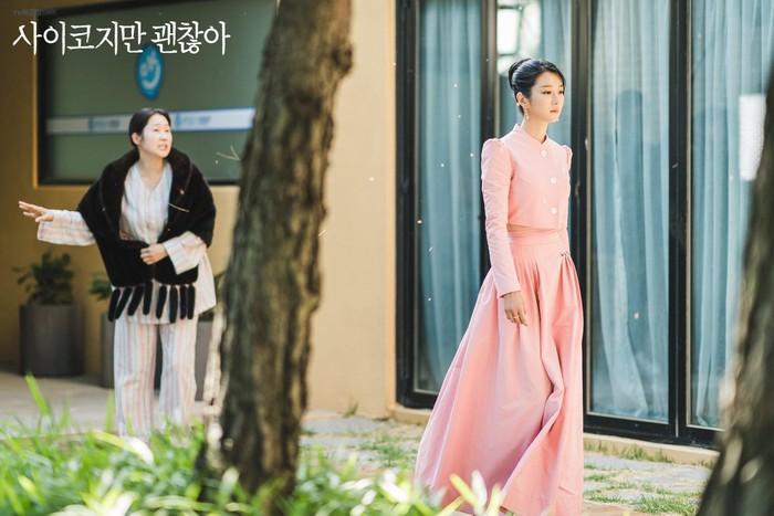 """Nghiện cao gót đến mức mặc váy ngủ cũng phải đi, Seo Ye Ji có cả kho giày và đây là 8 đôi đẹp xuất chúng trong """"Điên Thì Có Sao"""" - Ảnh 15."""