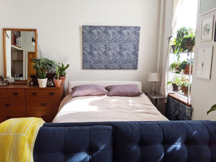 Căn hộ 25m² đẹp nổi bật với bức tường gạch trần hòa mình cùng thiên nhiên - Ảnh 7.