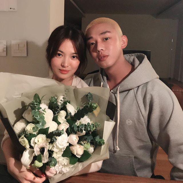 Dân tình xôn xao trước nghi vấn về mối quan hệ giữa Yoo Ah In và Song Hye Kyo, chuyện gì đây? - Ảnh 2.