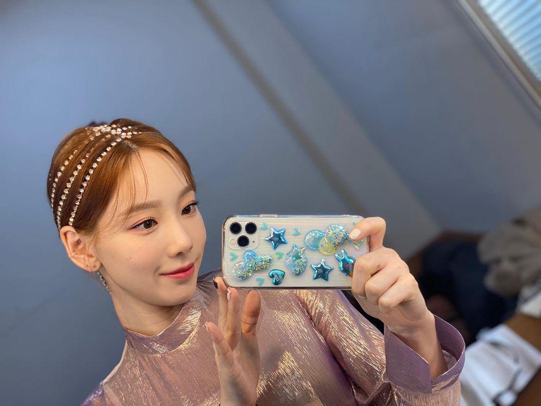 """Jennie, Taeyeon, Somi cùng lăng xê phụ kiện pha lê cho tóc, lần này """"Chanel sống"""" không phải người duy nhất tạo trend - Ảnh 3."""