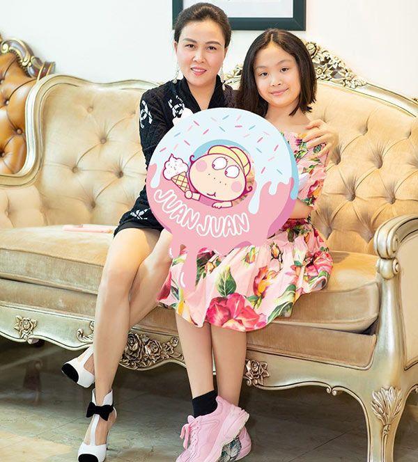 Con gái Phượng Chanel: Được mẹ đầu tư số tiền khủng cho việc học, tuy nhỏ tuổi nhưng đã tập tành làm nghề cực hot này - Ảnh 2.