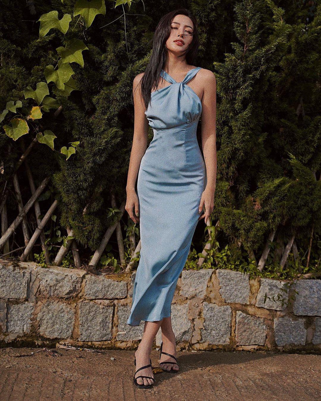 Ngất lịm với thánh body Kendall Jenner: Diện mỗi váy yếm mà sexy phát hờn, ảnh chụp vội xịn như lên tạp chí - Ảnh 6.