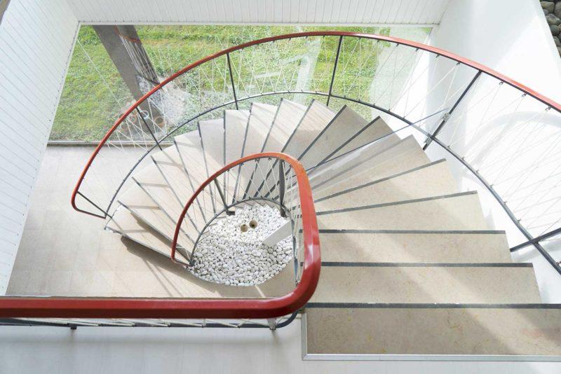 Những ý tưởng thông minh và sáng tạo thiết kế cầu thang cho gác xép nhỏ - Ảnh 13.