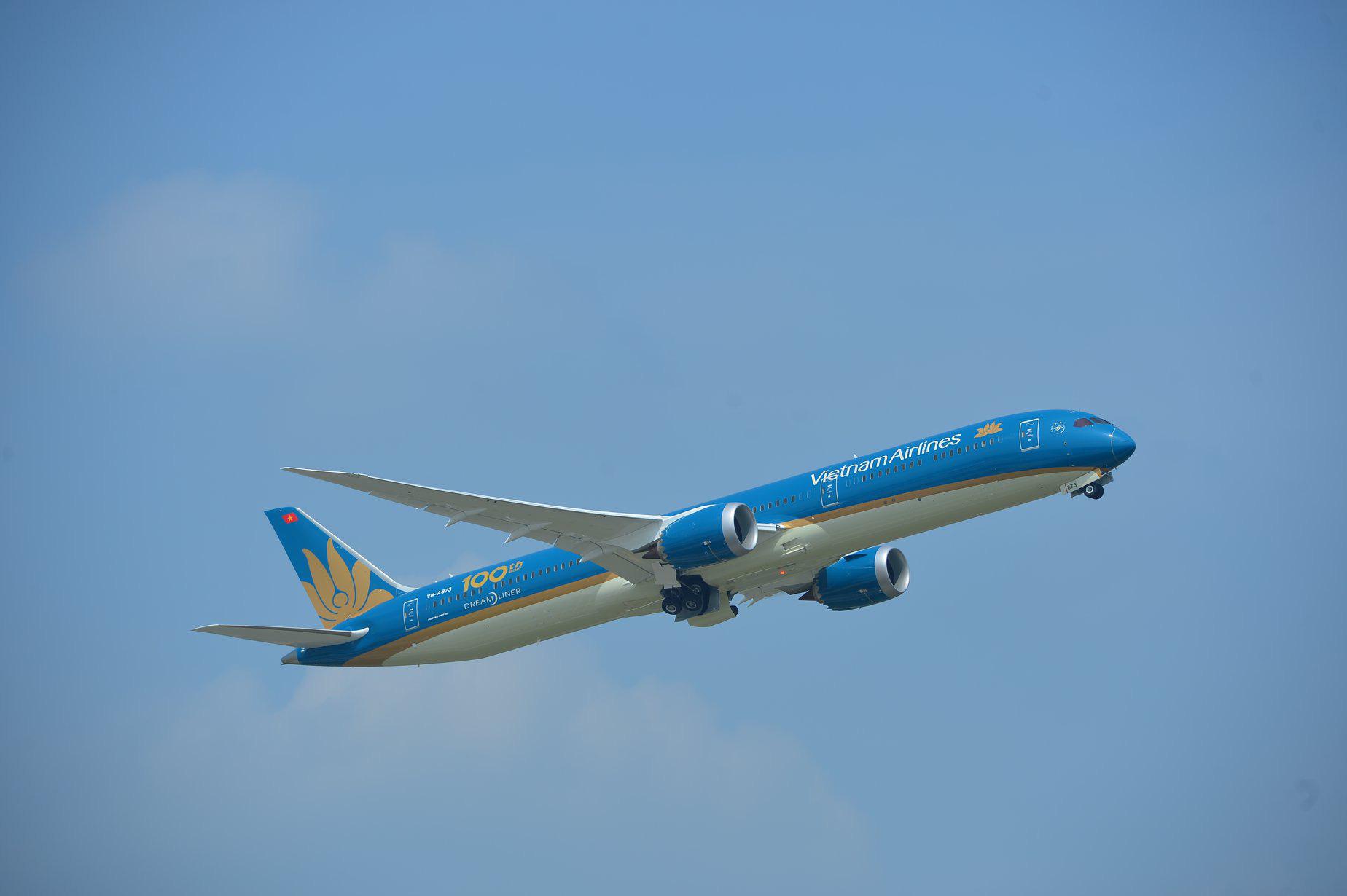 Vietnam Airlines tăng chuyến, điều chỉnh bổ sung máy bay thân rộng phục vụ hỗ trợ hành khách đến và đi từ Đà Nẵng - Ảnh 2.