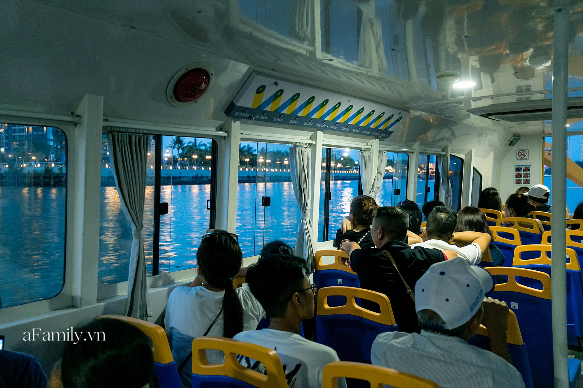 """Bất ngờ về """"3 cái khủng"""" của bus tàu thủy tại bến Bạch Đằng, sau 3 năm khánh thành vẫn luôn có hàng trăm người chờ mỗi ngày để thấy được cảnh tượng có 1-0-2 này! - Ảnh 13."""