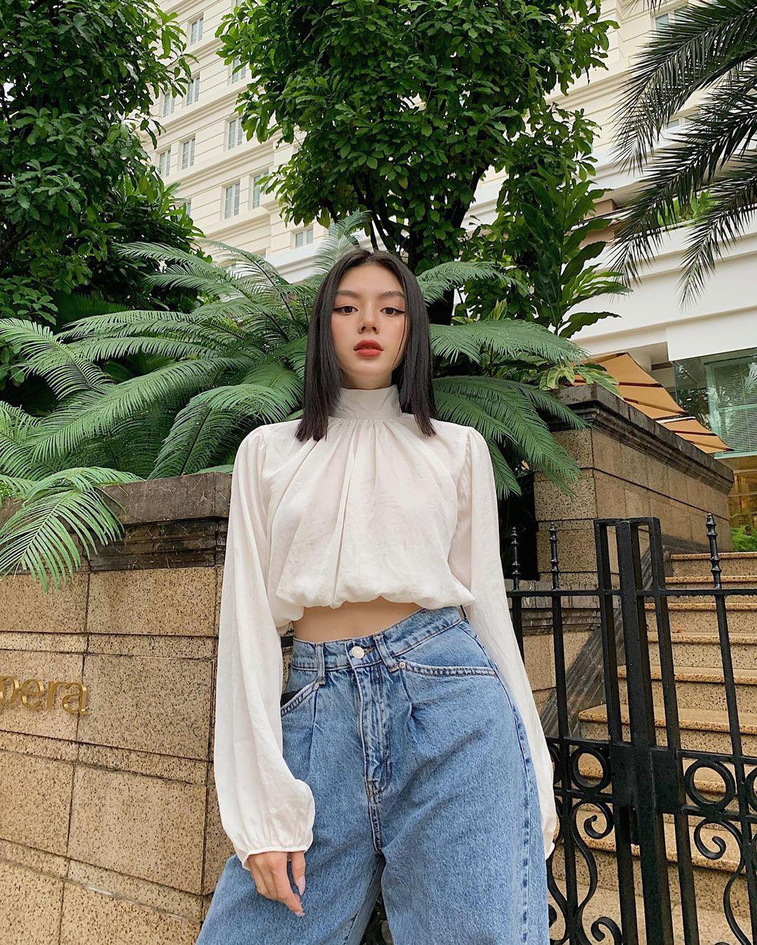 """Cùng diện áo blouse bánh bèo: Lisa """"dừ"""" hơn bình thường, Seo Ye Ji dịu dàng sang chảnh  - Ảnh 11."""