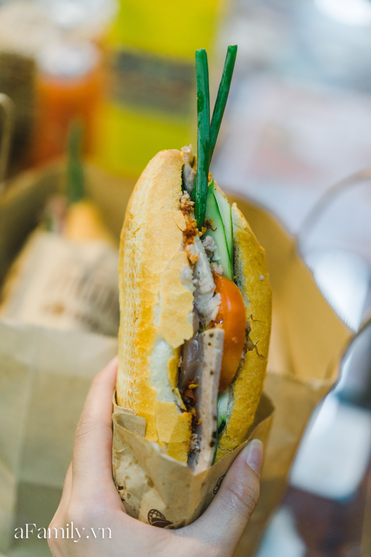 """Bà chủ tiệm Bánh mì Phượng nói về 20 năm khiến bạn bè quốc tế ca ngợi ẩm thực Việt, nhưng khi thành công thì vô vàn điều tiếng """"ôi sao lại Tây hóa"""" chiếc bánh của quê hương!? - Ảnh 9."""
