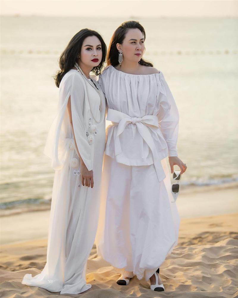 Phượng Chanel chung khung hình với mỹ nhân Vbiz: Váy áo nổi bật, thậm chí có 1 lần lấn lướt nhờ makeup tối giản - Ảnh 8.
