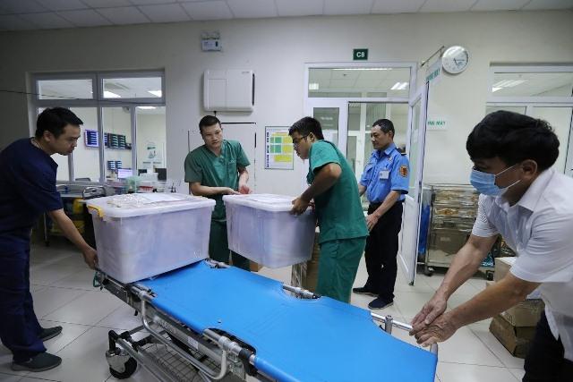 4 y bác sĩ BV Nhiệt đới TW lên đường 'giải cứu' công dân Việt từ Guinea Xích đạo - Ảnh 11.