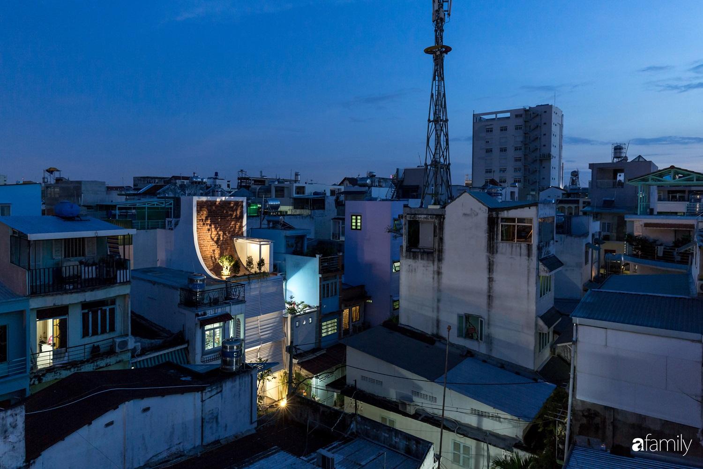 Nhà chính Tây rộng 38m² vẫn mát lành và tràn đầy sinh khí ở quận Tân Bình, TP. HCM - Ảnh 1.