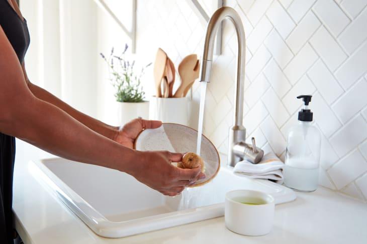 """5 mẹo vệ sinh nhà bếp """"kiểu mới"""" giúp mọi thứ nhanh gọn và sạch sẽ lên trông thấy - Ảnh 1."""