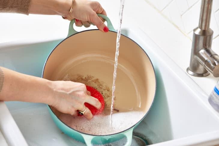 """5 mẹo vệ sinh nhà bếp """"kiểu mới"""" giúp mọi thứ nhanh gọn và sạch sẽ lên trông thấy - Ảnh 3."""
