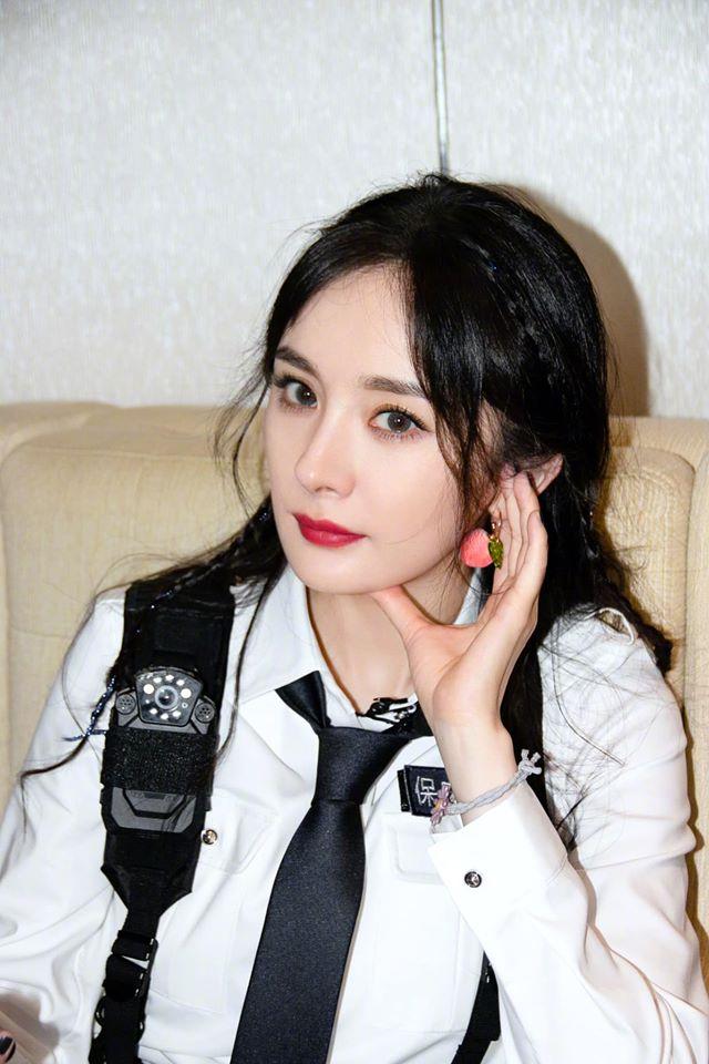 Netizen dậy sóng với cảnh Dương Mịch - Đặng Luân được bồng bế kiểu công chúa trên truyền hình - Ảnh 4.