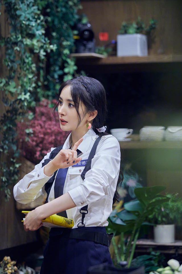 Netizen dậy sóng với cảnh Dương Mịch - Đặng Luân được bồng bế kiểu công chúa trên truyền hình - Ảnh 6.