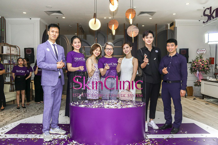 """Các Beauty Vlogger/Blogger đổ bộ trong dịp khai trương """"cửa hàng trải nghiệm"""" - SkinClinic Việt Nam - Ảnh 1."""