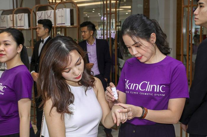 """Các Beauty Vlogger/Blogger đổ bộ trong dịp khai trương """"cửa hàng trải nghiệm"""" - SkinClinic Việt Nam - Ảnh 2."""