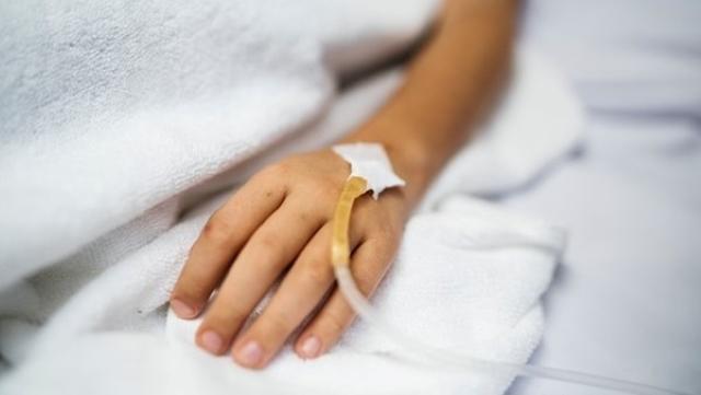 Chàng trai 18 tuổi sốt cao, thở khò khè, huyết áp cao, đến viện khám được chẩn đoán phải chạy thận cả đời - Ảnh 1.